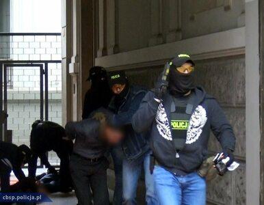 """""""Łowcy cieni"""" uderzyli w centrum Warszawy. Akcja CBŚP i FBI"""