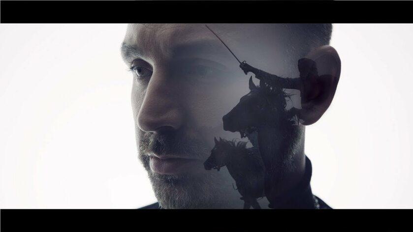 """Kadr z teledysku do piosenki tytułowej filmu """"Legiony"""""""
