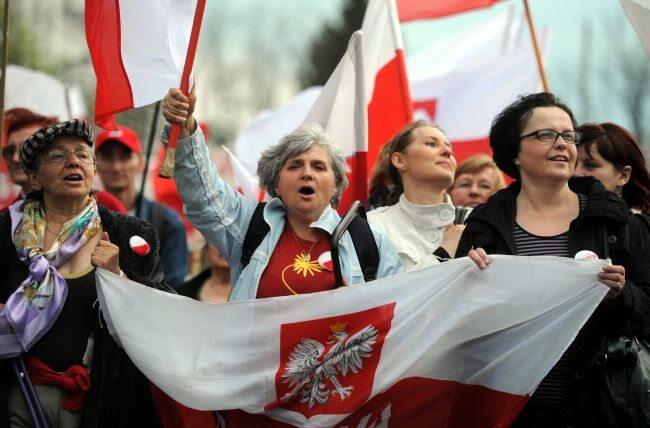 Telewizji TV Trwam bronili starsi... (fot. PAP/Grzegorz Jakubowski)