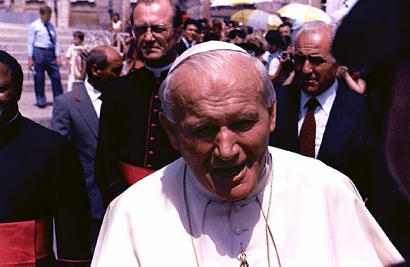 Jan Paweł II na pl. Świętego Piotra w 1985 roku