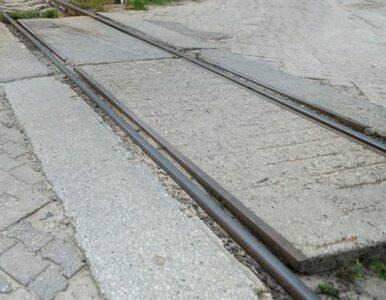 Wronki: wykolejone wagony zniszczyły tory. Pociągi nie kursują