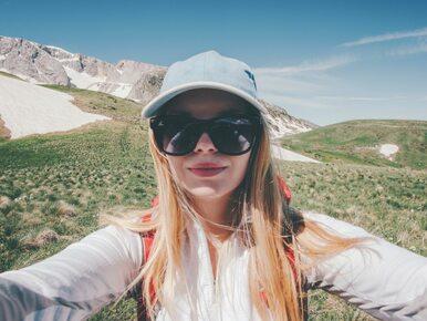 Turyści uwielbiają takie selfie. Nie wiedzą, że ryzykują wysokim mandatem