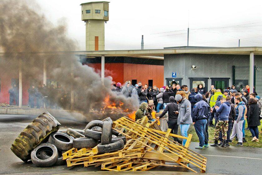 Marcowy strajk strażników w Conde-sur-Sarthe