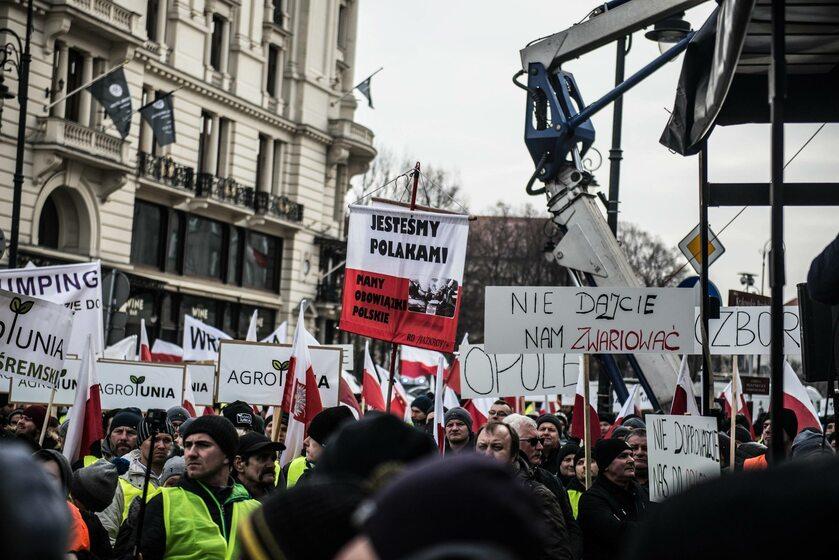 Protest rolników z AgroUnii przez Pałacem Prezydenckim 6 lutego