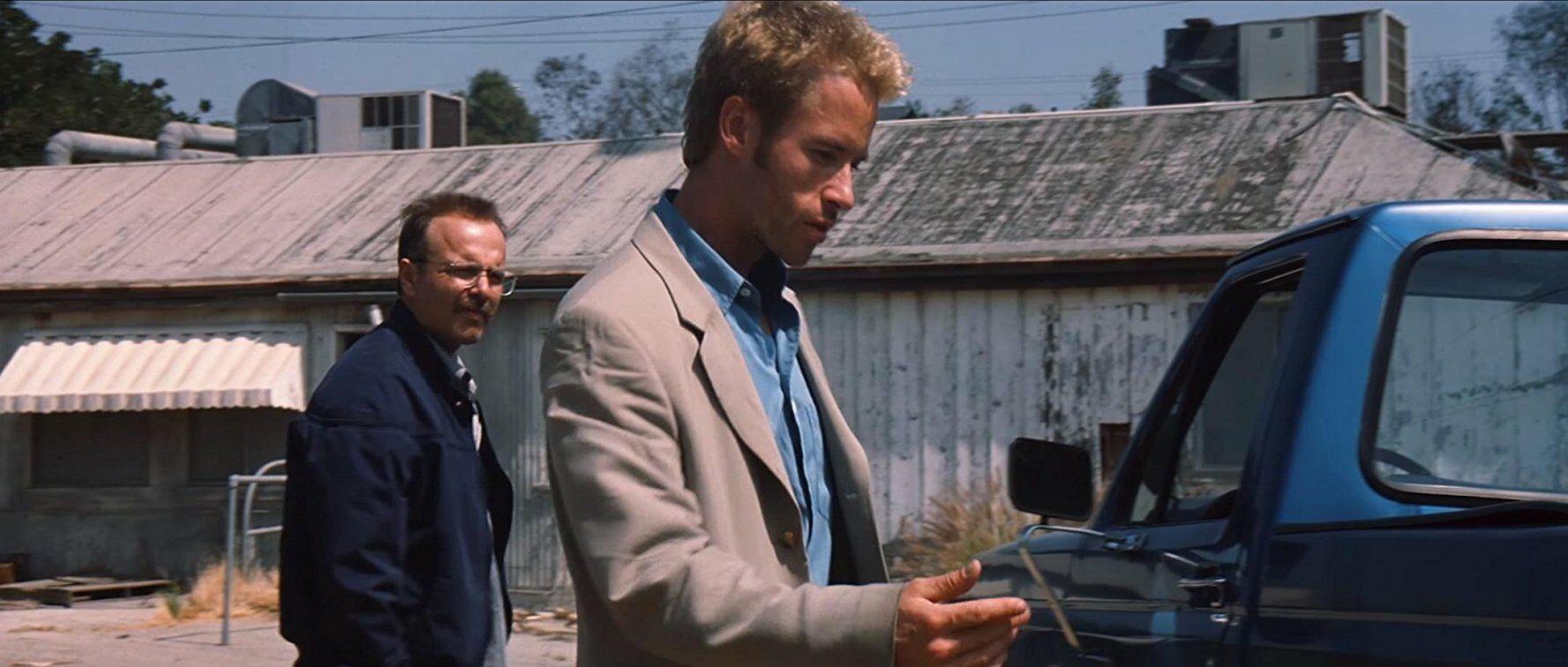 """W filmie """"Memento"""" Leonard Shelby (Guy Pearce) cierpi na:"""