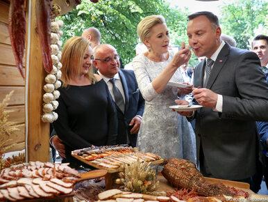 Czułe gesty pary prezydenckiej. Pierwsza Dama karmiła Andrzeja Dudę