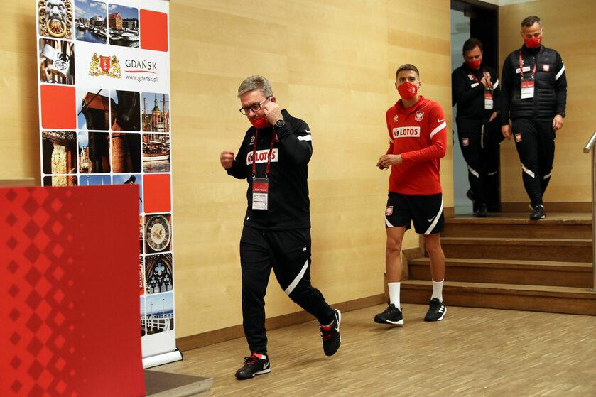 Trener Jerzy Brzęczek (z lewej)