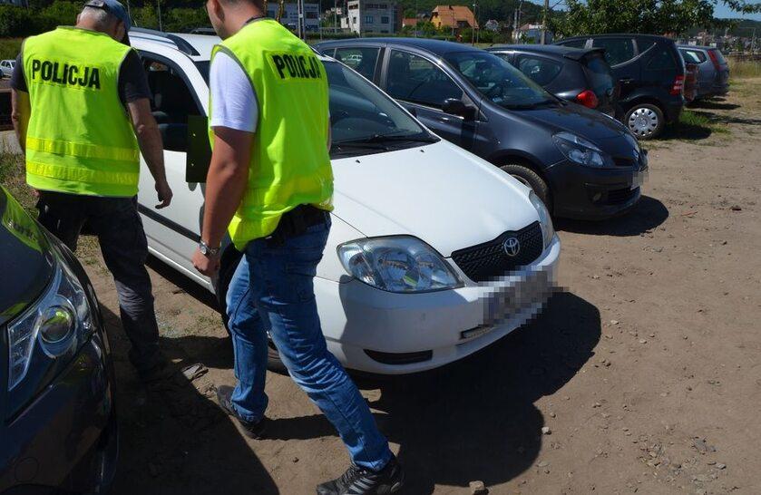 Policja ocaliła dwulatka z rozgrzanego samochodu