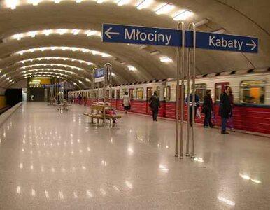 Sufit stacji metra Młociny pęka