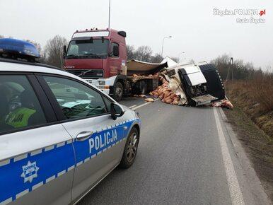 Ruda Śląska. Tony mięsa wieprzowego na ulicy. Wypadek ciężarówki...