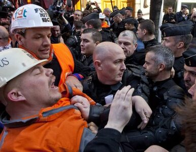 Gazem łzawiącym w hutników. Francuska policja starła się z demonstrantami