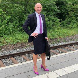Mark Bryan – mężczyzna w spódnicy i na obcasach
