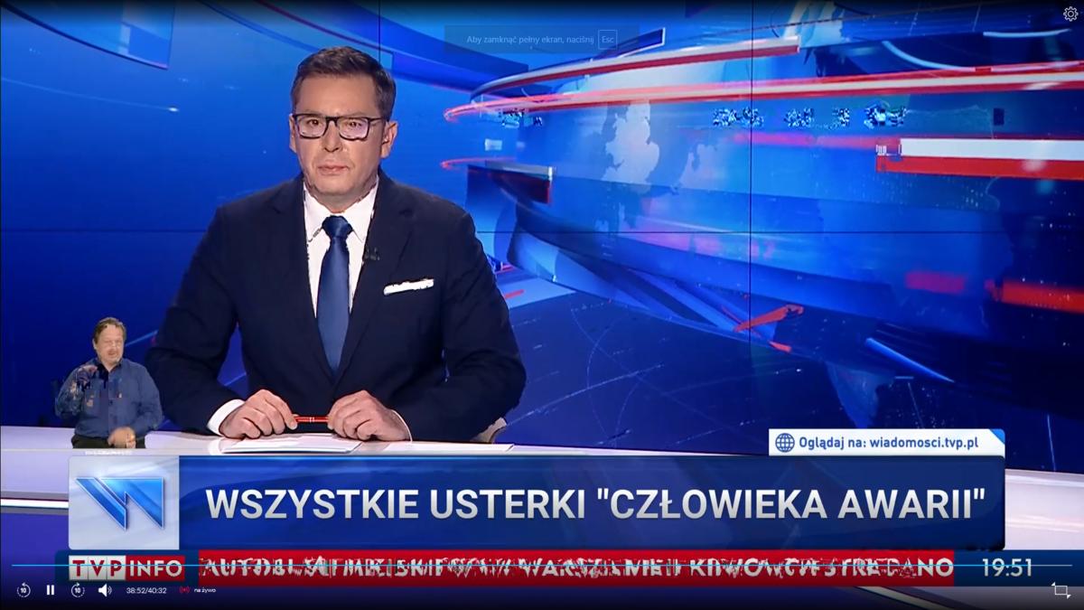 """Kolejny wypadek autobusu w Warszawie. Pasek w """"Wiadomościach"""" TVP"""