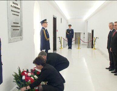 Rocznica katastrofy smoleńskiej. Tusk, Kaczyński i Kopacz złożyli kwiaty