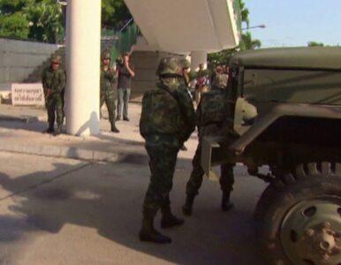 Konstytucja zawieszona, rząd odsunięty od władzy. Stan wojenny w Tajlandii