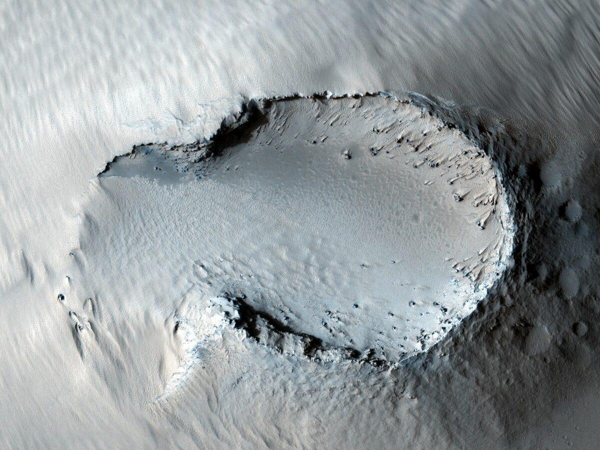 Stożek wulkaniczny na Pavonis Mons