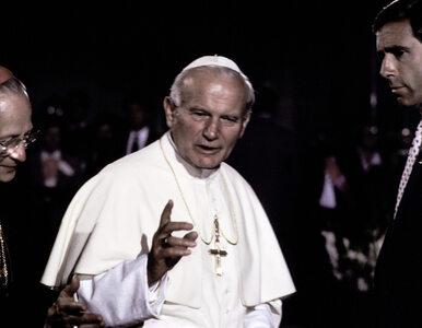 Zdjęcia Jana Pawła II w basenie. Ujawniono, jak premier Włoch blokował...