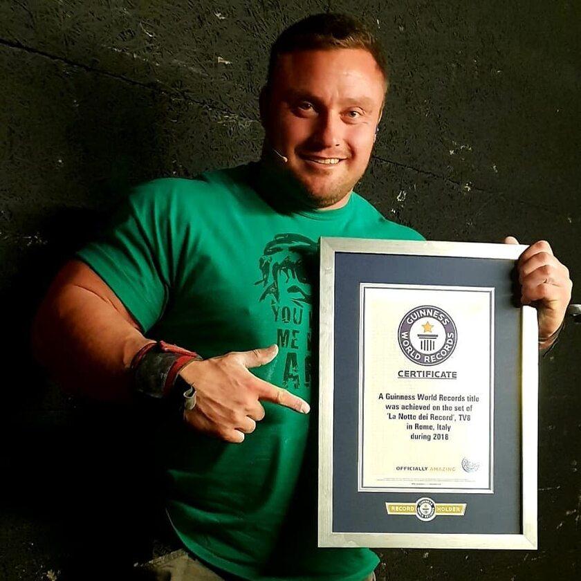 Krzysztof Radzikowski z certyfikatem Guinnessa