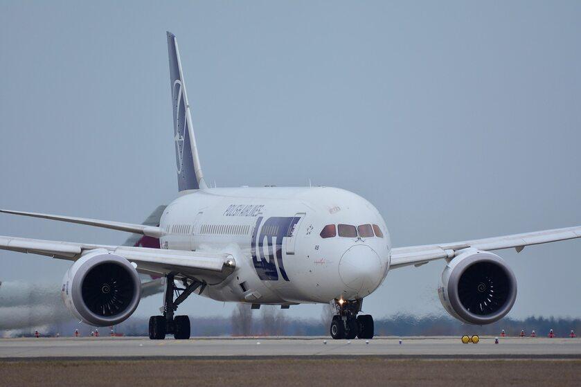 Boeing 787 / Samolot LOT - zdjęcie ilustracyjne