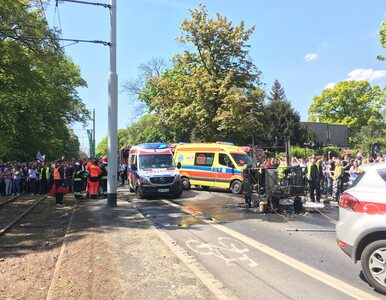Wypadek na juwenaliach we Wrocławiu, platforma stanęła w płomieniach. 7...
