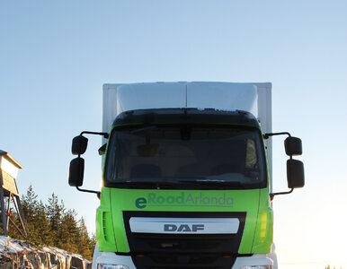 Szwedzi tworzą na jezdni pasy, które podładują samochody elektryczne w...