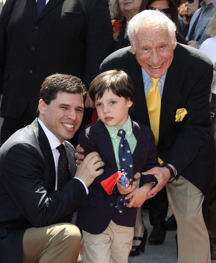 Max Brooks z synem Henrym i ojcem Melem Brooksem w 2010 roku
