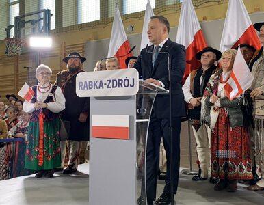 """""""Wiadomości"""" TVP chwalą Andrzeja Dudę. """"Tak, jak na wojnie, wódz..."""