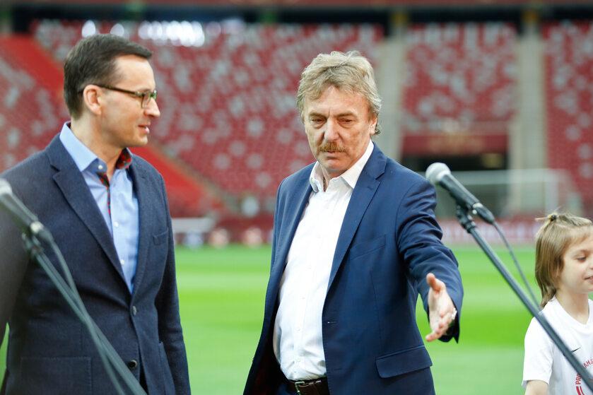 Mateusz Morawiecki i Zbigniew Boniek (podczas innej wspólnej konferencji)