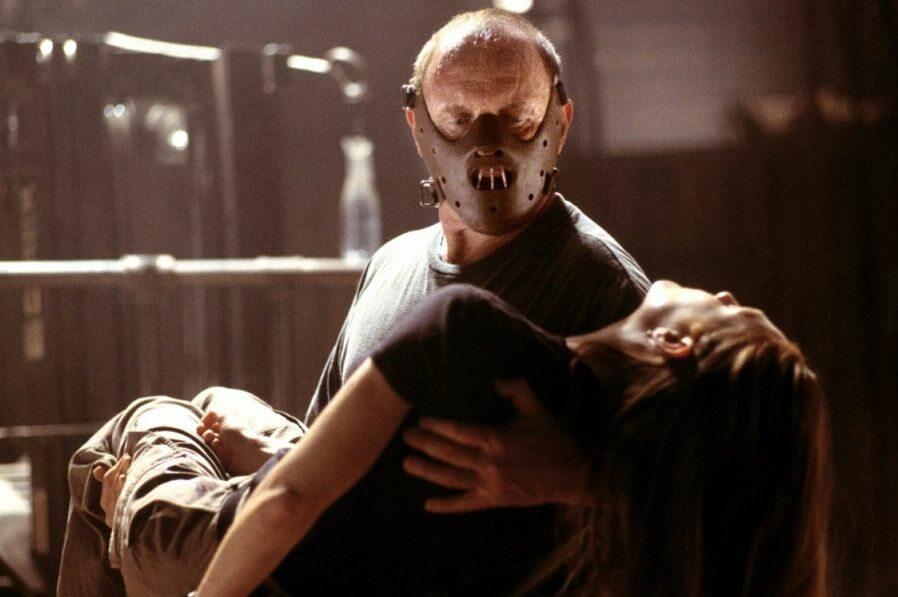 Jakie traumatyczne doświadczenie odcisnęło się piętnem na dzieciństwie Hannibala Lectera?