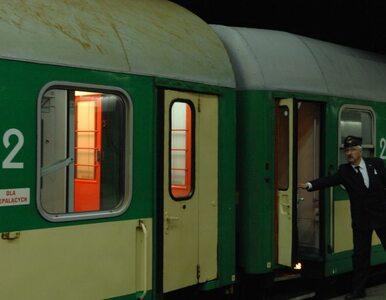 Pociąg stanął w polu. Po pasażerów przyjechały... taksówki