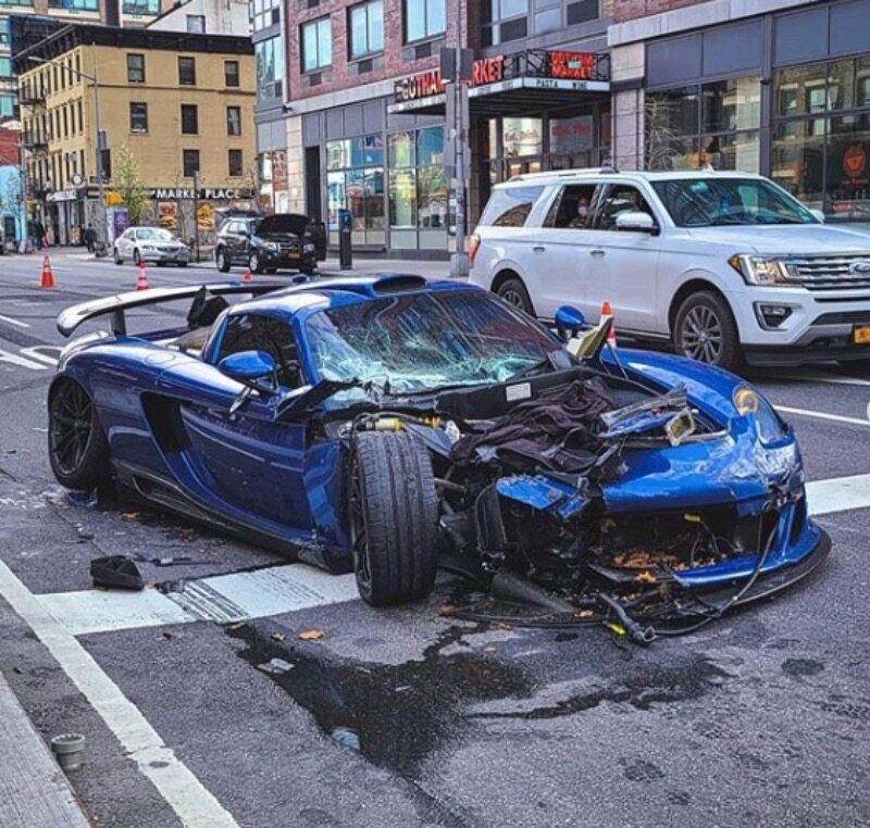 Zniszczone Porsche Carrera GT (Gemballa Mirage GT)