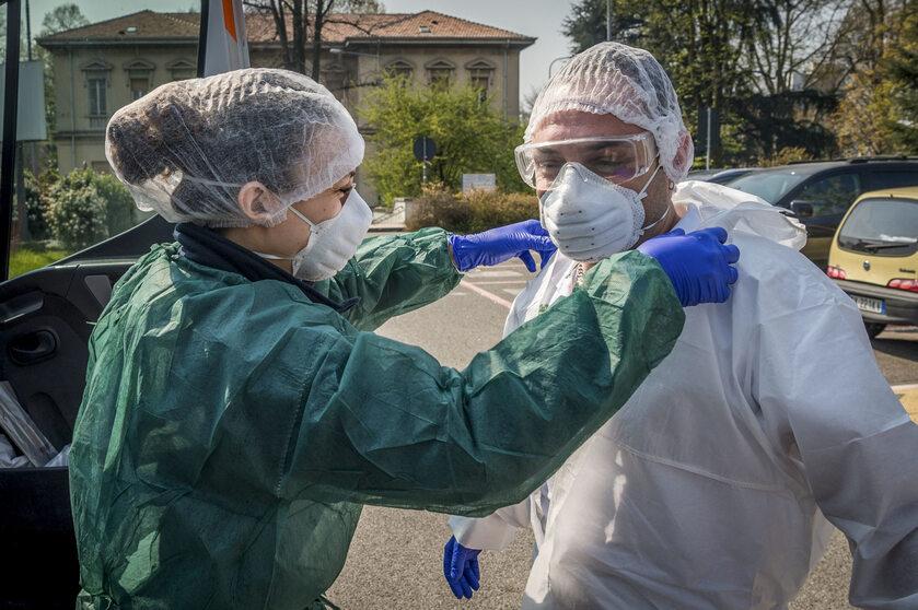Medycy walczący z pandemią we Włoszech