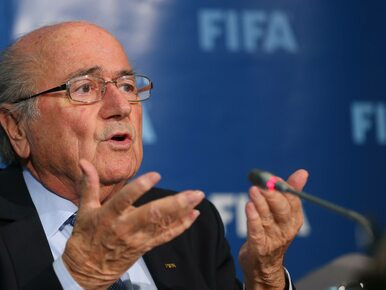 Z Blattera żartować nie wolno. Mimo że odchodzi, wyrzuca z pracy