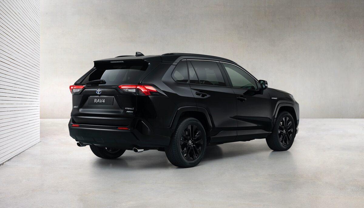 Toyota RAV4 Hybrid Black Edition by JBL