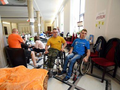Protestujący w Sejmie o kolejnej propozycji rządu: Fałsz i obłuda