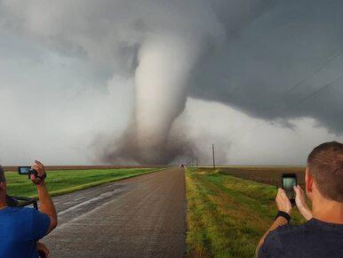 """Fotografuje ekstremalne zjawiska pogodowe. """"Raz w życiu czułem..."""