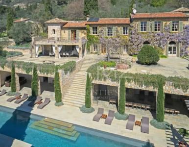Piękny dom, w którym mieszkała Brigitte Bardot, jest na sprzedaż. Wiąże...