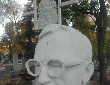 Zdewastowano grób prof. Lecha Morawskiego